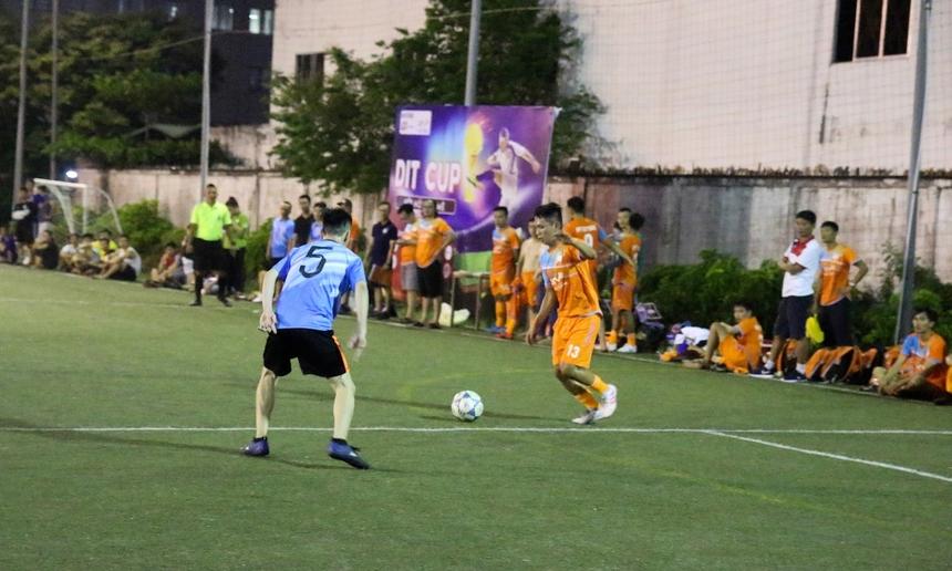 Bước sang hiệp 2, thế trận tiếp tục nghiêng về FPT Software Đà Nẵng. Cả hai đội đều có những sự thay đổi trên sân, song đội chủ nhà vẫn giành quyền kiểm soát trận đấu.