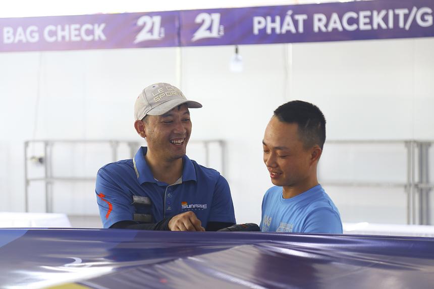 Theo anh Lê Thành Đô - thành viên BTC, các gian hàng và trang thiết bị phục vụ giải chạy sẽ được gấp rút hoàn thành trong ngày mai, trước khi sự kiện chính thức khởi động vào ngày 24/7.