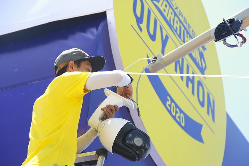 Anh Đỗ Huy Đức cho biết dù thời gian chuẩn bị khá gấp nhưng các thiết bị vẫn kịp vận chuyển về Quy Nhơn để phục vụ giải. Đây cũng là dịp để FPT Telecom quảng bá sản phẩm mới ra mắt của mình.