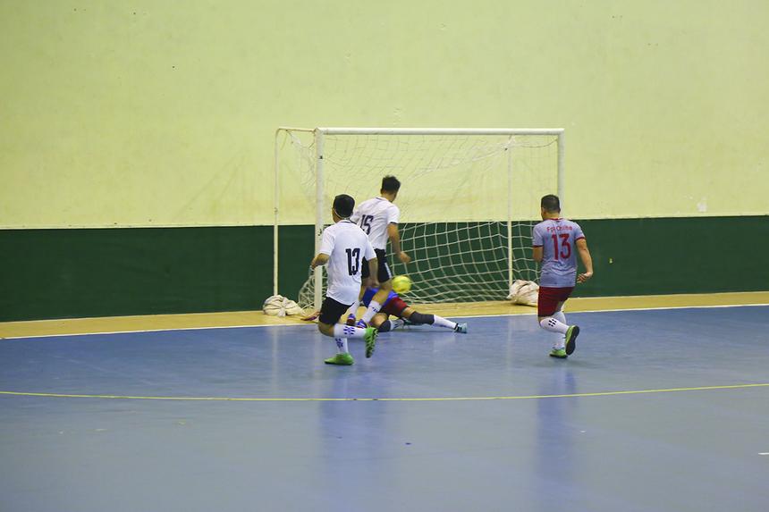 Mải miết dâng cao, các cầu thủ FPT Online nhận đòn hồi mã thương ở phút 36 với cú dứt điểm thành bàn ở cự ly gần của số 15 Lê Quốc Thịnh. Trận đấu khép lại với chiến thắng 3-1 dành cho Chứng khoán FPT.