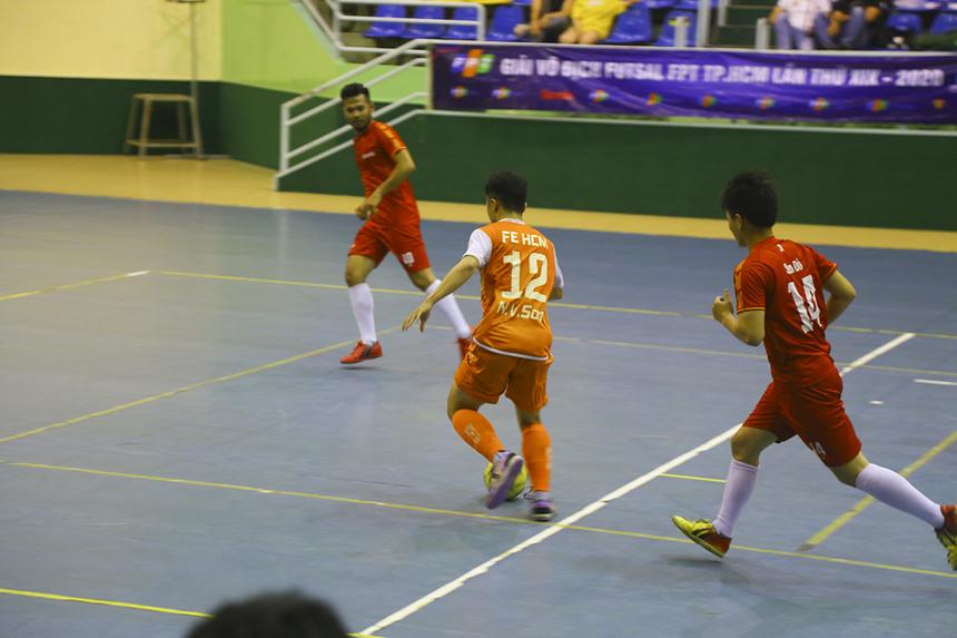 Sang đầu hiệp 2, số 12 Nguyễn Văn Sơn tiếp tục nâng tỷ số lên 4-0 cho nhà Giáo dục từ pha phối hợp ở trung lộ, do chính cầu thủ này phát động.