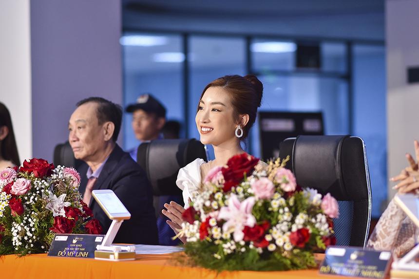 """Từng hai lần ngồi vào vị trí """"cầm cân, nảy mực"""" cuộc thi Hoa hậu Việt Nam năm 2018 và 2020, Đỗ Mỹ Linh là nàng hậu duy nhất làm giám khảo trong thời gian đương nhiệm của cuộc thi này."""