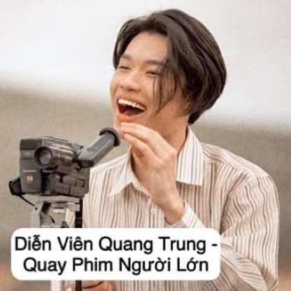 """Khuôn mặt """"tấu hài"""" của Quang Trung mà đi làm quay phim người lớn có lẽ bị đuổi việc sớm."""