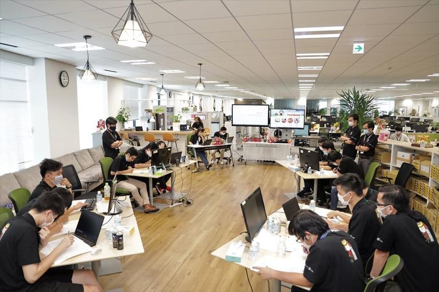 FJP Coding Contest 2020 với sự tham gia của 45 đội thi đến từ nhiều đơn vị trong FPT Japan. Cuộc thi được tổ chức với mục tiêu phát triển kỹ năng lập trình, tăng sự gắn kết và tạo sân chơi trí tuệ cho khối sản xuất (Delivery), đồng thời hướng tới kỷ niệm sinh nhật lần thứ 15 của FPT Japan. Trải qua các vòng loại, 4 đội thi xuất sắc nhất bước vào vòng chung kết gồm: FWI.VKL (FWI), K_Team (JSI), NGO Style (JSI) và KAIZOKU (MFG).