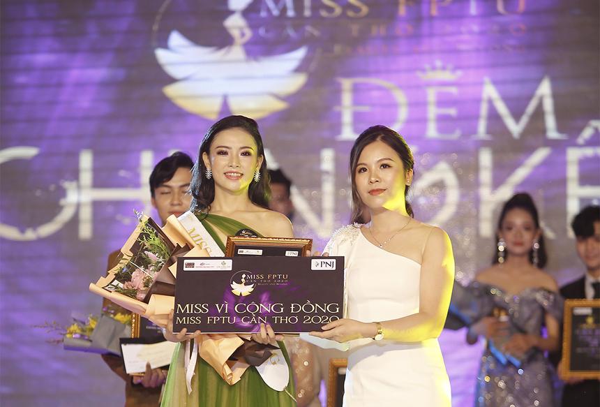 """Ngoài danh hiệu Á khôi, Mỹ Loán còn được trao danh hiệu """"Miss vì cộng đồng"""" của cuộc thi Hoa khôi ĐH FPT Cần Thơ."""