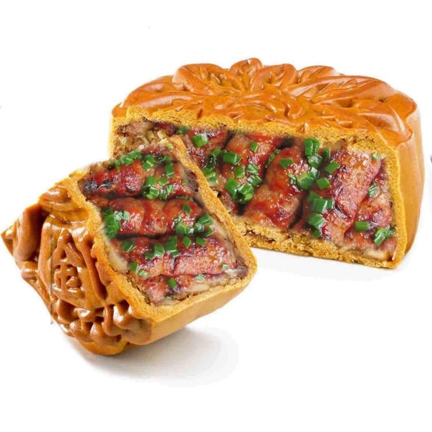 Bánh trung thu thịt nướng mỡ hành, có thể bỏ hành cho những ai không ăn được hành.