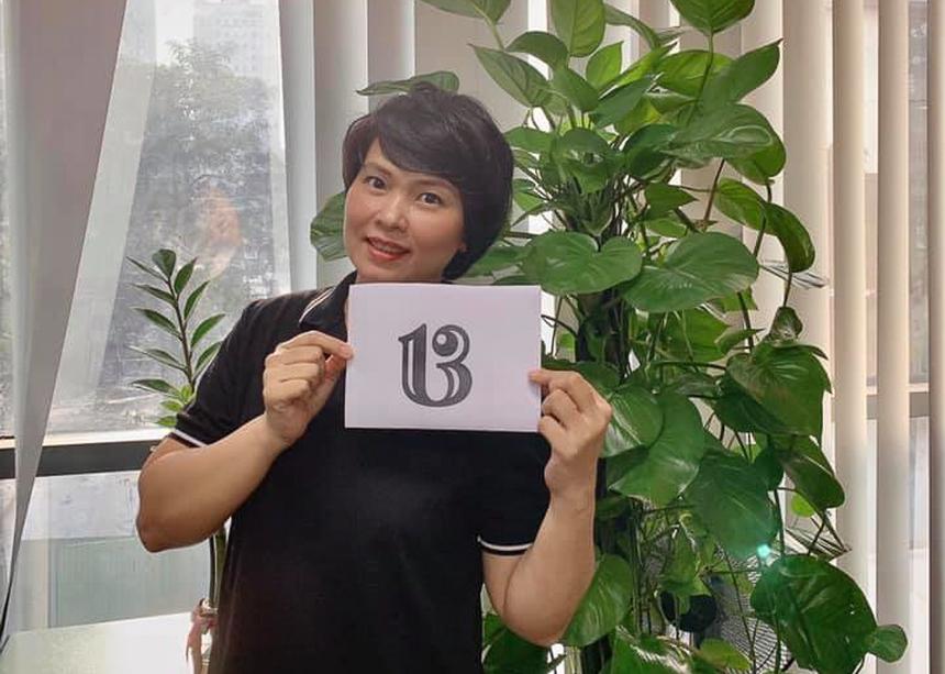 """Đi kèm với con số 13 được thiết kế sáng tạo, chị Phạm Trang (Synnex FPT) chia sẻ không biết có phải do làm ở FPT lâu năm hay không mà chị chưa bao giờ thấy sợ hay kiêng con số 13, nhất là ngày 13 vào thứ Sáu lại càng thấy thích vì ra đường hay đi đâu cũng vắng. """"Ở FPT con số 13 là có thể coi là con số may mắn: sinh nhật tập đoàn và rất nhiều công ty thành viên đều là ngày 13. Lãnh đạo Tập đoàn luôn luôn ngồi làm việc ở tầng 13. Chủ tịch Tập đoàn dùng điện thoại đuôi số 1313/xe ô tô biển số 1313 và nhiều sự kiện khác luôn gắn liền với số 13"""", chị Trang chia sẻ trên trang cá nhân."""