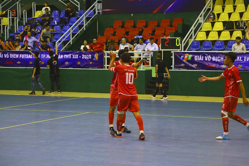 Xen giữa màn tỏa sáng của số 16 Trang Thiện Trân, số 10 Võ Minh Trí cũng góp vui với bàn thắng nâng tỷ số lên 3-0 ở phút 14. FPT IS sụp đổ ngay trong hiệp 1.