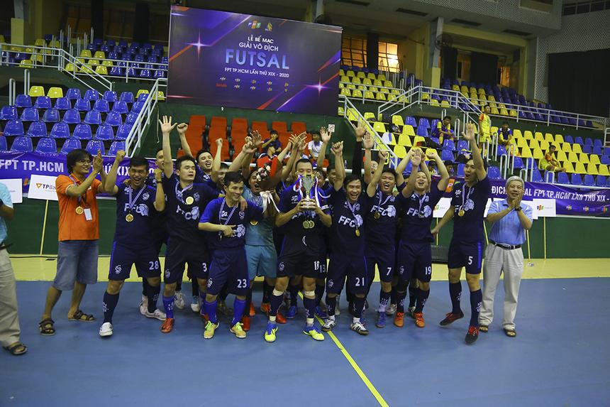 FPT Software ăn mừng chức vô địchsau 8 năm chờ đợi, kể từ chức ngôi vương STCo Cup năm 2012. Họ đã bất bại trong suốt giải đấu năm nay.