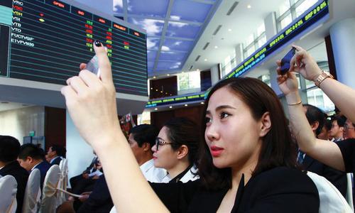 Cổ phiếu FPT bứt phá mạnh phiên cuối tuần