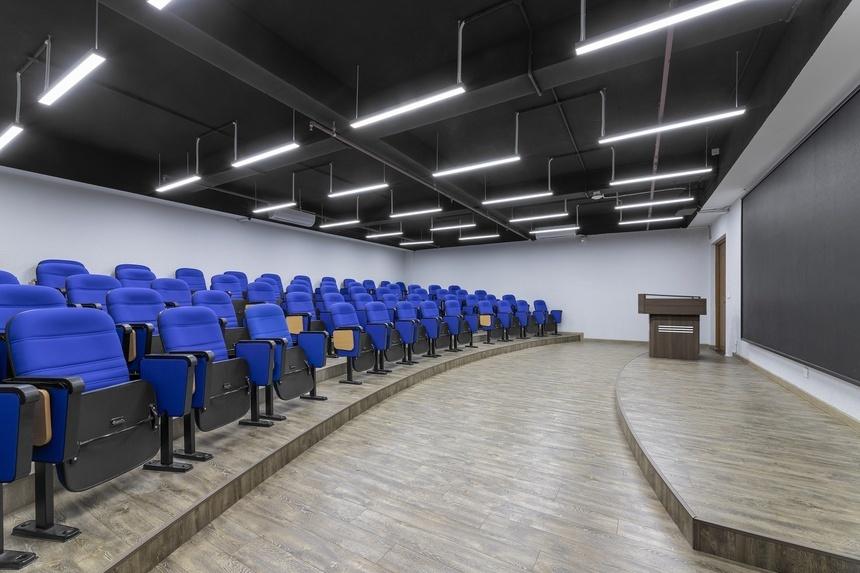 Bên cạnh kiến trúc xanh độc đáo, ĐH FPT còn ghi điểm với sinh viên nhờ hệ thống cơ sở vật chất hiện đại, đáp ứng mọi nhu cầu từ học tập đến giải trí.