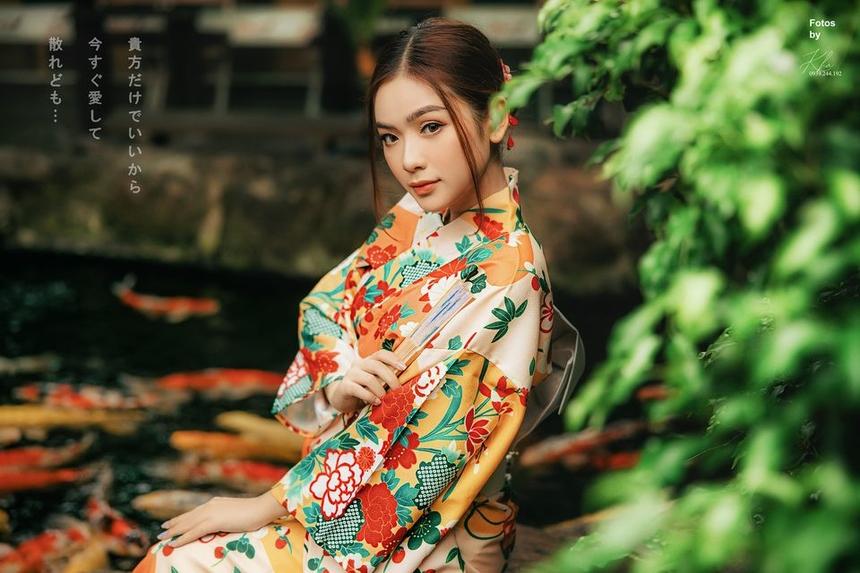 Với gương mặt ưa nhìn và phong cách vintage, nữ sinh ngành Truyền thông Đa phương tiện từng lọt vào Top 100 Miss Teen Việt Nam 2017, Nữ thanh niên thanh lịch 2017 Cần Thơ. Ngay khi còn ngồi trên giảng đường, Phương Trinh đã ý thức về thành công và hạnh phúc. Cô nàng luôn cố gắng nỗ lực học tập và hoạt động hết mình. Năm 2018, Phương Trinh được xướng tên trong Top 12 của cuộc thi BAY Competition.