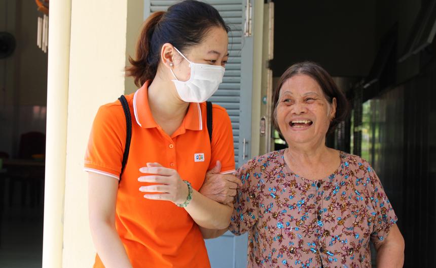 Đây là những tấm lòng tự nguyện đóng góp của nhóm CBNV FPT DPS, với mong muốn tạo niềm vui bất ngờ dành tặng các cụ già, các em nhỏ tại Mái ấm tình thương (số 18 Phan Tứ, quận Ngũ Hành Sơn, TP Đà Nẵng) trong dịp Trung thu cận kề.
