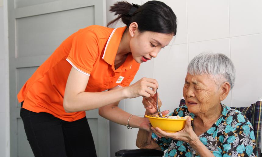 Chị Hồ Thị Ngọc Hiếu, khi biết thông tin cả nhóm cần thêm tình nguyện viên hỗ trợ, chị đã không ngần ngại đăng kí cùng tham gia.