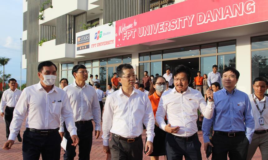 Đoàn công tác cũng đến thăm trường khuôn viên Đại học FPT và trường THPT FPT Đà Nẵng. Lãnh đạo thành phố đánh giá cao cơ sở vật chất, tiện ích và chất lượng đào tạo, đội ngũ giảng viên, giáo viên của Tổ chức Giáo dục FPT.