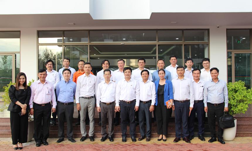Với những trao đổi, đề xuất thông qua buổi làm việc, FPT cam kết sẽ cùng Đà Nẵng quy hoạch lộ trình Chuyển đổi số, xây dựng Khu đô thị Công nghệ FPT với diện mạo mới, bền vững vàphát triển trên nhiều lĩnh vực.