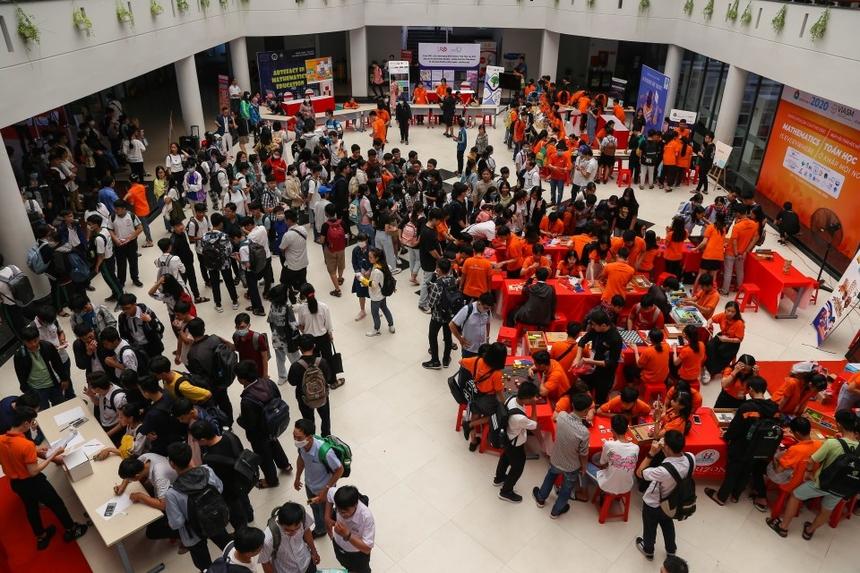 Bước sang năm thứ 3 tổ chức, Ngày hội Toán học mở 2020 với chủ đề Toán học ở khắp mọi nơi (Mathematics is everywhere) đã chứng minh sức hút ngày càng tăng của mình khi có đến hơn 2.000 HSSV ĐBSCL đến tham gia trải nghiệm.