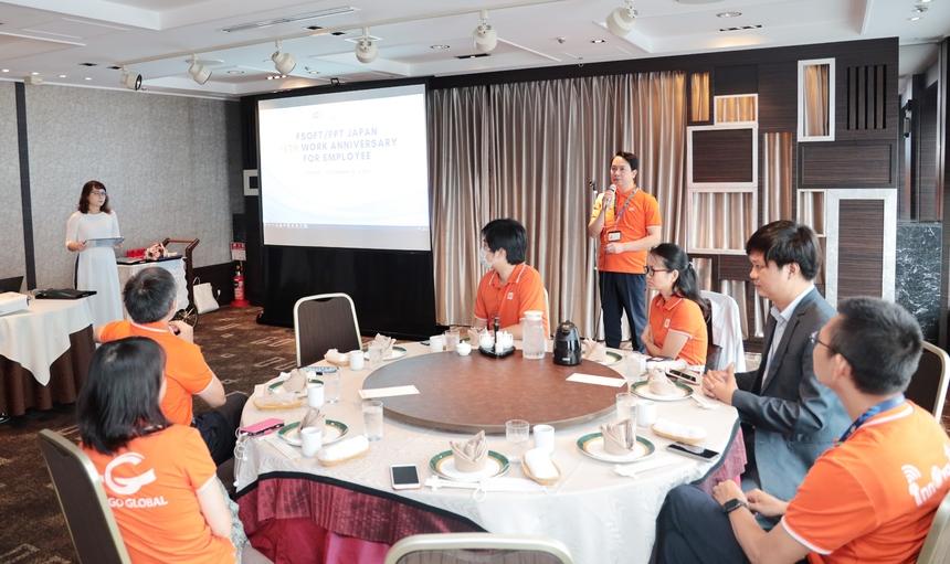 """<p class=""""Normal"""" style=""""text-align:justify;""""> Chia sẻ tại sự kiện, CEO FPT Japan Nguyễn Việt Vương k<span>hẳng định những đóng góp to lớn của cán bộ gắn bó lâu năm trong chặng đường phát triển 15 năm của công ty.</span><span>FPT Japan tuổi 15 hướng tới những mục tiêu cao hơn, anh Vương mong muốn</span><span>các cá nhân tiếp tục đồng hành, phấn đấu, và</span><span>là ngọn cờ đầu tiên phong, truyền lửa cho đội ngũ kế cận.</span></p>"""