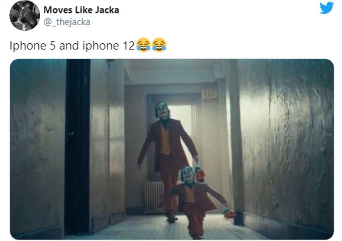 """Hai anh em iPhone 5 và iPhone 12 cách nhau """"8 tuổi""""."""