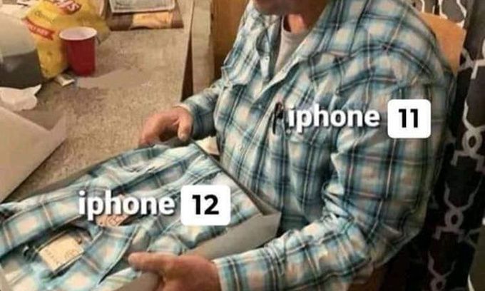 """Bên cạnh đó, thiết kế màn hình """"tai thỏ"""" cũng được duy trì trên nhiều thế hệ iPhone."""