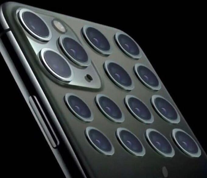 """Với """"truyền thống"""" không thay đổi thiết kế trên nhiều đời iPhone, đây sẽ là hình ảnh camera của iPhone 24 so với iPhone 12."""