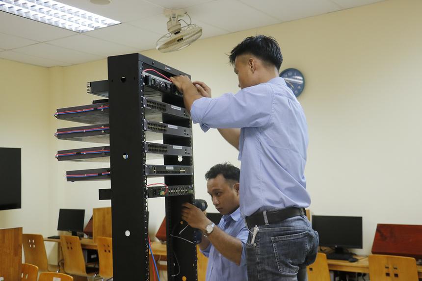 Trước đó, từ ngày 30/9,FPT Telecom đã bắt đầu triển khai lắp đặt phòng Lab đầu tiên với Bộ môn Viễn thông (khoa Điện - Điện tử, ĐH Bách Khoa - ĐHQG TP HCM).