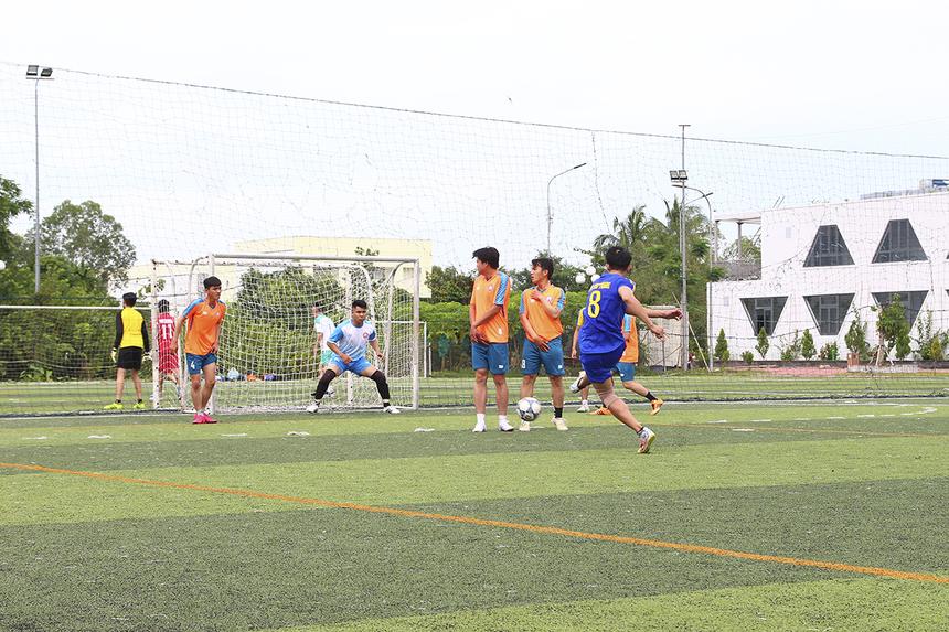 6 đội bóngđược chia làm hai bảng sau khi bốc thăm trực tiếp tại sân bóng đá ĐH FPT Cần Thơ. Bảng A gồm: Synnex FPT, FPT Telecom và FPT Software. Bảng B cóFPT IS, FPT Retail, FPT Education.