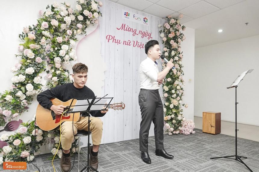 Tại tòa nhà PVI (Hà Nội), các CBNV nam đã tổ chức chương trình ca nhạc để chào mừng ngày Phụ nữ Việt Nam (20/10).