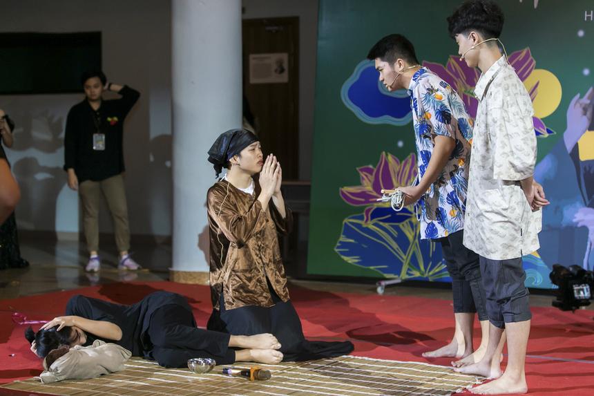 """Thí sinh Nguyễn Thành Công đã khéo léo tinh giản hóa cốt truyện """"Tắt đèn"""", làm nổi bật phẩm chất quý giá của người phụ nữ Việt Nam, luôn chu toàn, đảm đang trong mọi việc."""