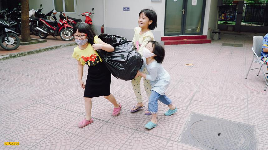 Sự kiện được tổ chức ở hai miền đã quyên góp được 194 bao tải và 24 thùng carton (tương ứng với 6,6 tấn) là quần áo nam nữ trẻ em, người lớn cho cả mùa đông và hè, giày dép, sách vở, chăn màn… và 905.000 đồng tiền mặt.