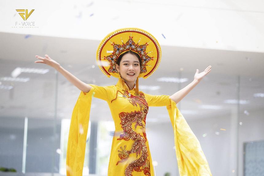 Giang Thảo Vy hiện là nữ sinh năm hai ngành Kinh doanh Quốc tế ĐH FPT Cần Thơ. Từ khi còn học năm nhất, dù không có sức khỏe tốt, 10x vẫn tích cực tham gia các hoạt động của trường, trong đó có cuộc thi tìm kiếm hoa khôi.
