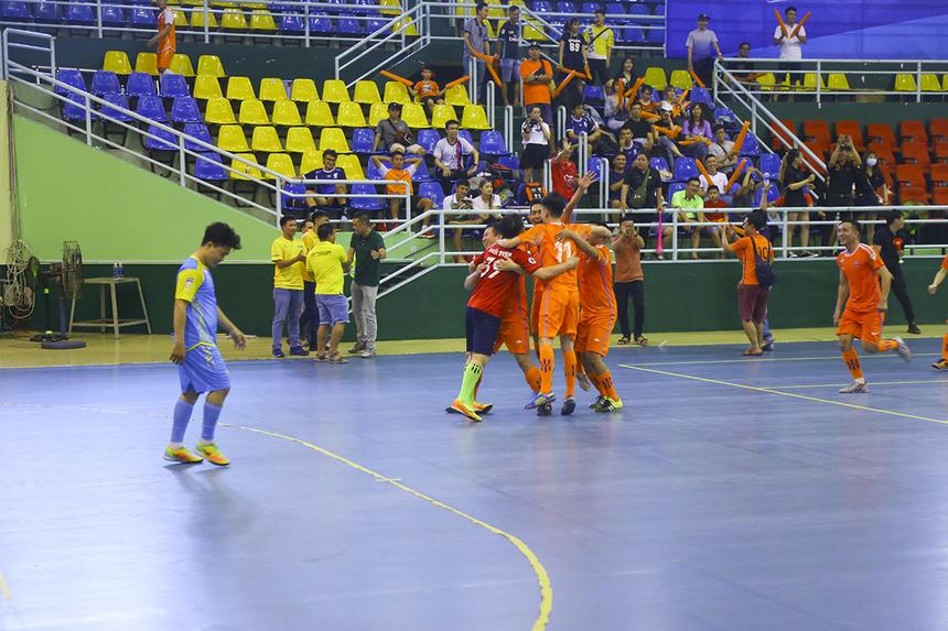 Khép lại loạt luân lưu với tỷ số 3-1, Dịch vụ Khách hàng đã giành hạng Ba chung cuộc của giải sau trận cầu nghẹt thở.