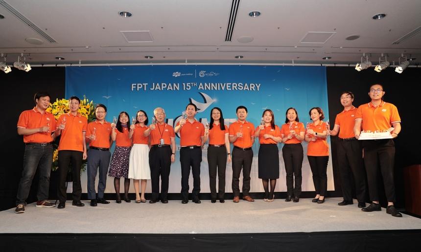"""Giám đốc FPT Japan Nguyễn Việt Vương cho biết, mục tiêu sắp tới của đơn vị là đưa FPT Japan lọt vào Top 20 doanh nghiệp công nghệ lớn nhất Nhật Bản vào năm 2025, với doanh số dự kiến 600 triệu USD và 3.000 nhân lực. """"Chúng ta sẽ hiện thực mục tiêu ấy bằng chất lượng, sáng tạo và hiệu quả mang lại cho khách hàng, bằng việc giành được những hợp đồng trị giá từ hàng triệu đô la đến chục triệu USD"""", anh đặt quyết tâm."""