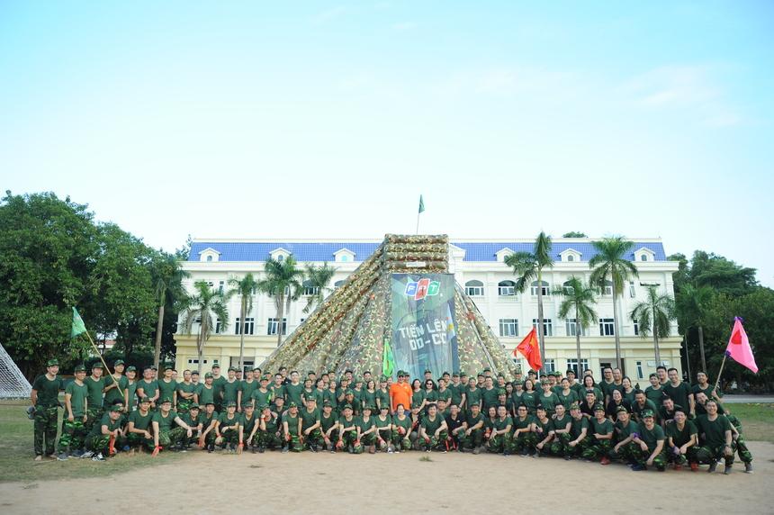 """""""Quá tuyệt vời"""", Chủ tịch FPT Trương Gia Bình tổng kết ngắn gọn về buổi team building chiều 14/11. Anh nhận định, môi trường quân đội đã giúp lãnh đạo nhà F thêm phần kỷ luật và nhiệt huyết trong cả chương trình team building và toàn Hội nghị Chiến lược 2020."""