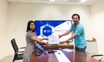 Quỹ FPT trao 45 phần quà đến đồng nghiệp nhà Phần mềm miền Trung