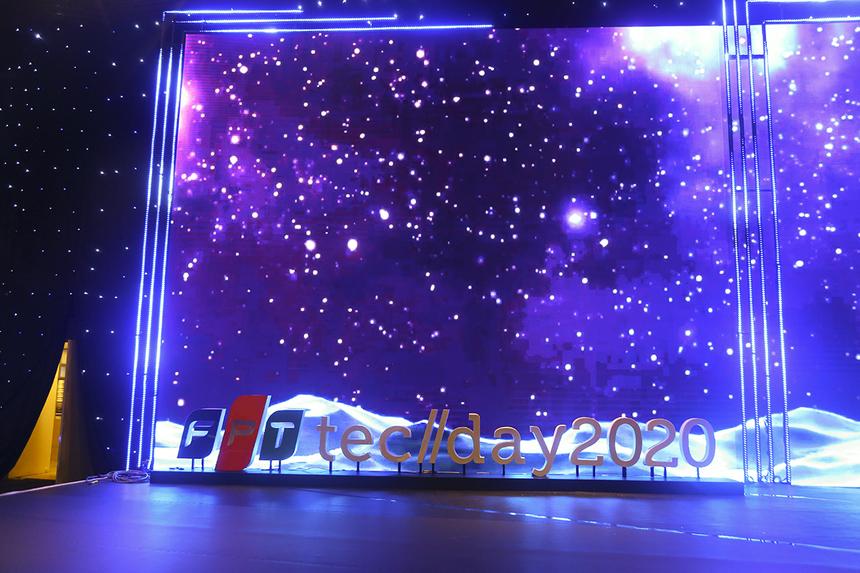 Sân khấu Techday 2020 đã hoàn thiện và bắt đầu chạy thử chương trình từ 16h30 ngày 18/11.