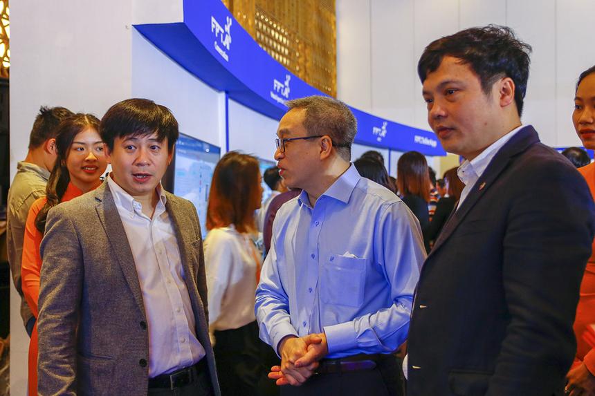 """""""Không chỉ ứng dụng trong nội bộ, FPT còn muốn mang những giải pháp chuyển đổi số để đồng hành cùng các doanh nghiệp vượt qua thời kỳ khó khăn"""", anh Lê Hồng Việt - Giám đốc FPT Smart Cloud - chia sẻ."""