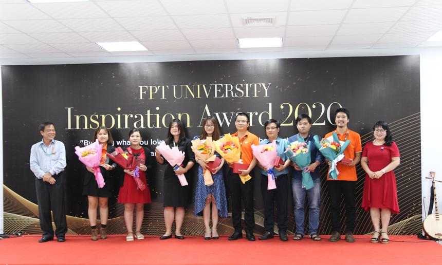 """Món quà đặc biệt mà các cán bộ, giảng viên Đại học FPT Đà Nẵng nhận được trong mùa hiến chương năm nay là danh hiệu """"Nhân vật truyền cảm hứng"""". Đây là danh hiệu do chính các sinh viên nhà trường bình chọn, nhằm vinh danh những cá nhân có nhiều đóng góp, truyền lửa nhiệt huyết đến sinh viên."""