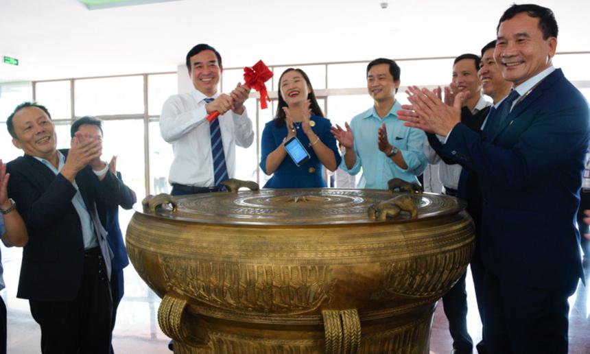 Chia sẻ với lãnh đạo thành phố, Phó Giám đốc Đại học FPT Đà Nẵng Huỳnh Tấn Châu cho biết, trong những năm qua Đà Nẵng là địa phương luôn ủng hộ Tập đoàn FPT nói chung và Tổ chức Giáo dục FPT nói riêng. Chính nhờ sự hỗ trợ, đồng hành của thành phố, tới thời điểm này, FPT Đà Nẵng đã có sự phát triển vững chắc.