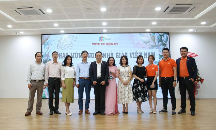 Trường Phổ thông FPT Đà Nẵng cũng long trọng tổ chức các sự kiện tri ân những cán bộ, giáo viên đang công tác tại trường. Hoạt động diễn ra sôi nổi với những tiết mục văn nghệ do các em học sinh biểu diễn, mang ý nghĩa dành tặng các thầy, cô giáo.