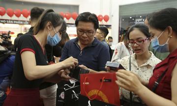 Chỉ sau 30 phút, FPT Shop 'cháy hàng' hơn 500 iPhone 12 Series