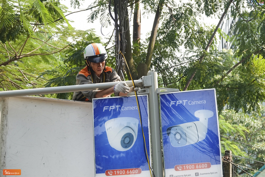 Trong ngày 27/11, đội ngũ Ban Dự án FPT Camera và kỹ thuật viên Trung tâm Quản lý đối tác phía Bắc (TIN) đã hoàn thành việc lắp đặt các camera. 12 camera này sẽ giám sát đường chạy, đảm bảo an toàn cho các vận động viên xuyên suốt giải.