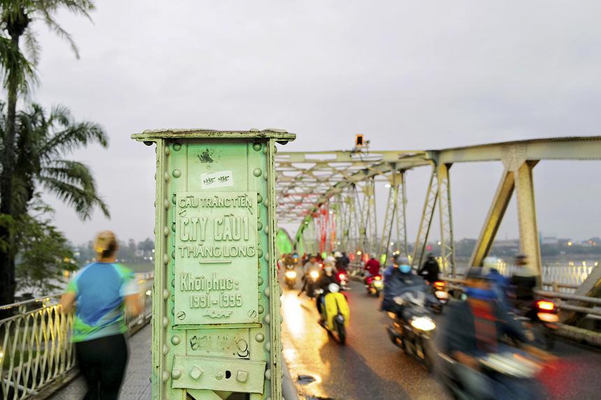 """<p class=""""Normal"""" style=""""text-align:justify;""""> Các runner tham gia giải VnExpress Marathon Huế sẽ chạy qua cầu Trường Tiền, cây cầu nổi tiếng nhất xứ Huế. Từ cầu Trường Tiền, runner có thể ngắm nhìn bình minh trên dòng sông Hương thơ mộng.</p>"""