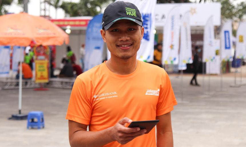 """Cũng là một chân chạy """"sừng sỏ"""", tuy nhiên anh Nguyễn Hà Vũ, Phó Chủ tịch FPT Run, quyết định sẽ làm công tác tổ chức, hỗ trợ An ninh đường chạy. Anh xem đây là một trải nghiệm mới, với kỳ vọng sẽ góp sức làm nên thành công cho giải."""