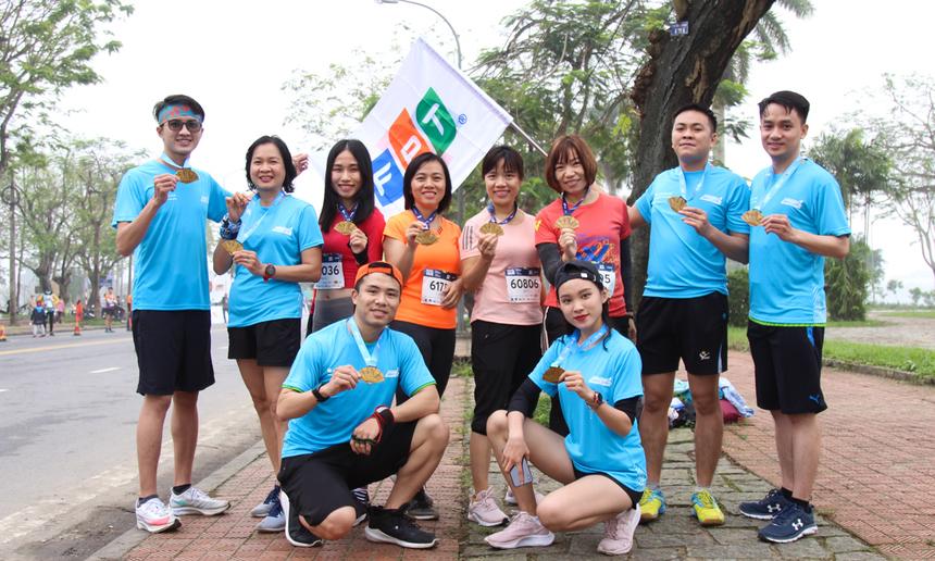 Giải VnExpress Marathon Huế 2020 do VnExpress phối hợp UBND tỉnh Thừa thiên Huế tổ chức, mong muốn mở ra sân chơi lành mạnh cho người yêu thể thao, nhất là chạy bộ.Sau thời gian tranh tài, Ban tổ chức đã trao 96 giải thưởng với tổng giá trị gần 1 tỷ đồng. Trong đó, các vận động viên về nhất gồm: Lê Quang Hòa (cự ly 42 km nam); Phạm Thị Hồng Lệ (42 km nữ); Phạm Thị Thúy Hạnh (21 km nữ); Lê Trung Đức (21 km nam); Nguyễn Thành Ngưng (10 km nam); Phạm Thị Phương Thanh (10 km nữ); Nguyễn Thị Thu Hà (5 km nữ) và Trương Hồng Hữu (5 km nam).