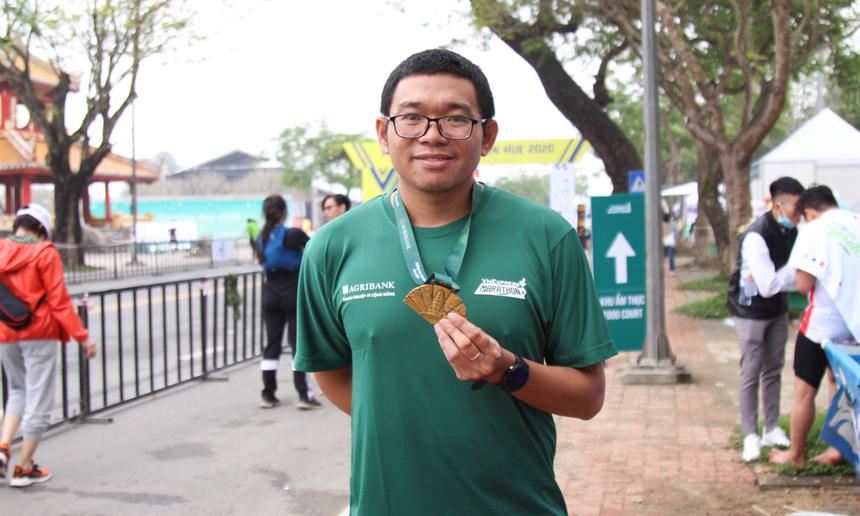 Gương mặt quen thuộc trong các giải VnExpress Marathon Quách Tô Phong. Anh tiếp tục chinh phục cự ly 42 km một cách dễ dàng.