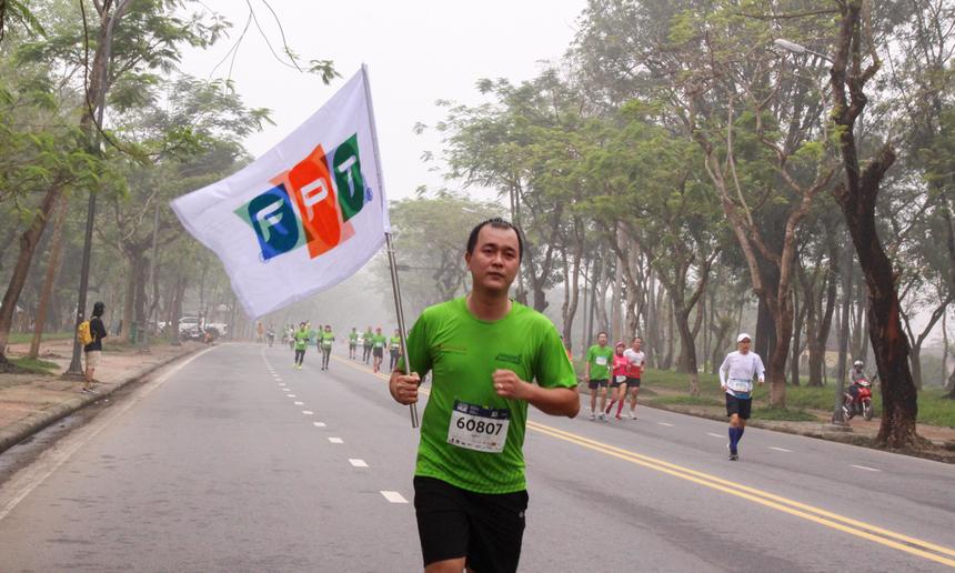 Việc VnExpress Marathon được tổ chức lần đầu ngay tại quê hương giúp các chân chạy tại FPT Telecom Huế có những trải nghiệm thú vị. Hầu hết mọi người chọn cự ly 5 km và 10 km để tham gia góp tinh thần, giao lưu giữa các đồng nghiệp trên mọi miền về dự giải.
