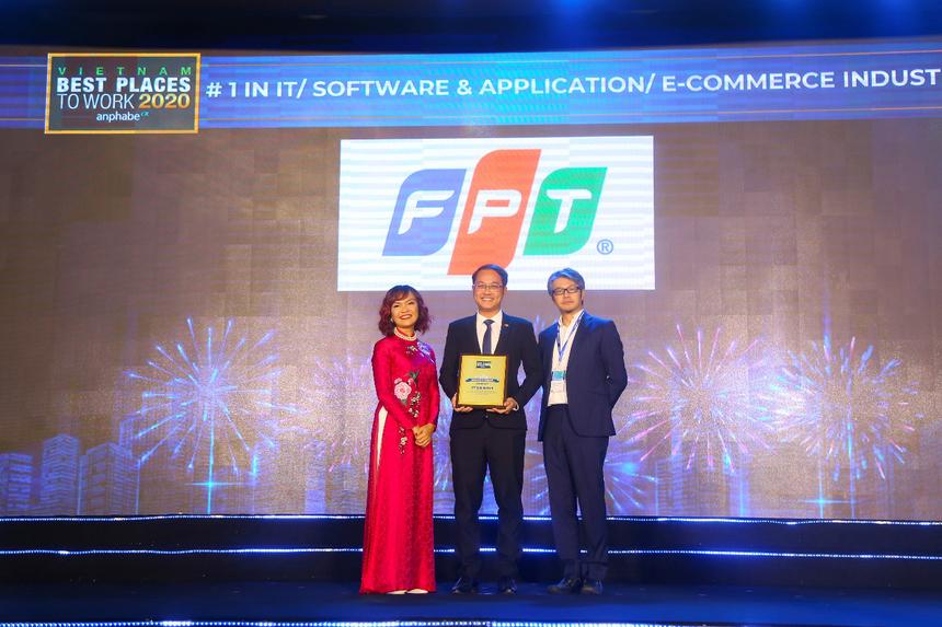 """9. FPT - nơi làm việc tốt nhất ngành CNTT Việt Nam Theo danh sách Top 100 nơi làm việc tốt nhất năm 2020 được Anphabe công bố, FPT là công ty đứng đầu trong ngành Công nghệ Thông tin/Phần mềm và Ứng dụng/Thương mại điện tử. Cùng đó, FPT cũng đứng trong Top 50 Doanh nghiệp Việt có thương hiệu nhà tuyển dụng hấp dẫn năm 2020. Giám đốc Nhân sự FPT - Chu Quang Huy cho biết: """"Với triết lý con người là tài sản quý giá nhất, là giá trị cốt lõi tạo nên một FPT 'Chủ động - Đổi mới - Sáng tạo', FPT luôn chú trọng xây dựng môi trường làm việc, hệ thống chính sách phù hợp và mang lại lợi ích cao nhất cho CBNV""""."""