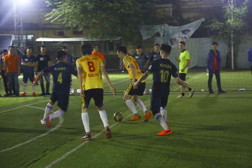Dù sở hữu nhiều tuyển thủ FPT Telecom như: Nguyễn Minh Triều, Ngô Thành Tâm,... nhưng SG11 không thể triển khai lối chơi phối hợp nhóm của mình. Hiệp 1 khép lại với tỷ số hòa 0-0 với thế trận khá buồn tẻ.