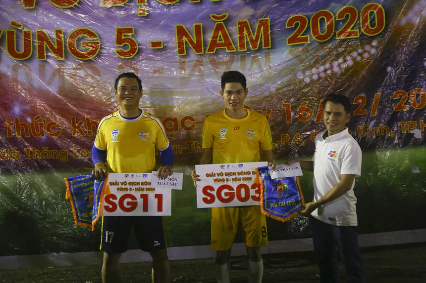 """Số 17 Trần Quang Liêm của SG11 nhận danh hiệu """"Thủ môn xuất sắc nhất giải"""" với 3 trận giữ sạch lưới, số 8 Võ Minh Thành của SG3 nhận danh hiệu """"Vua phá lưới"""" với 9 bàn thắng."""